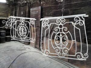 Кованые балконы грунт