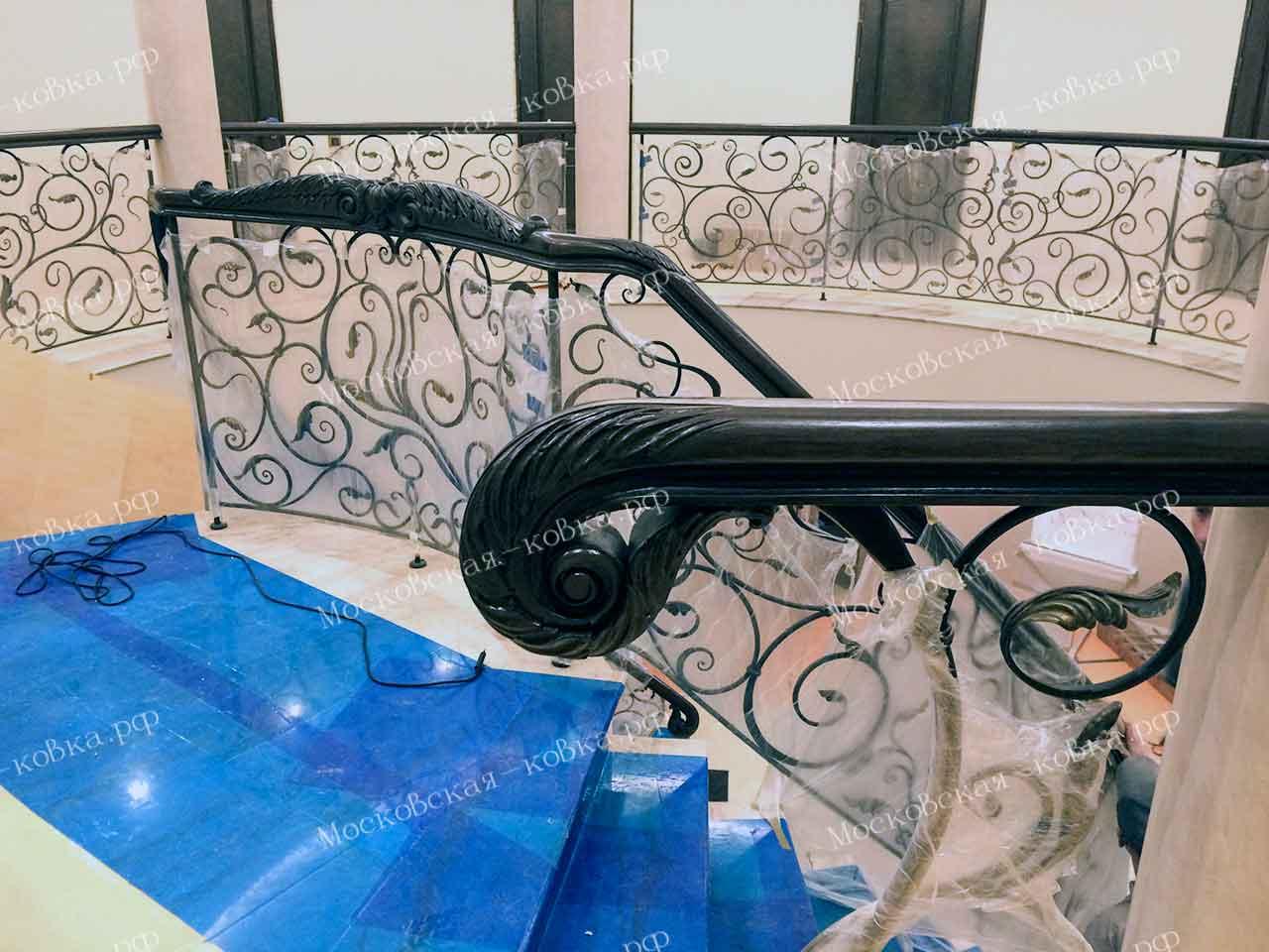 Кованые перила для дома