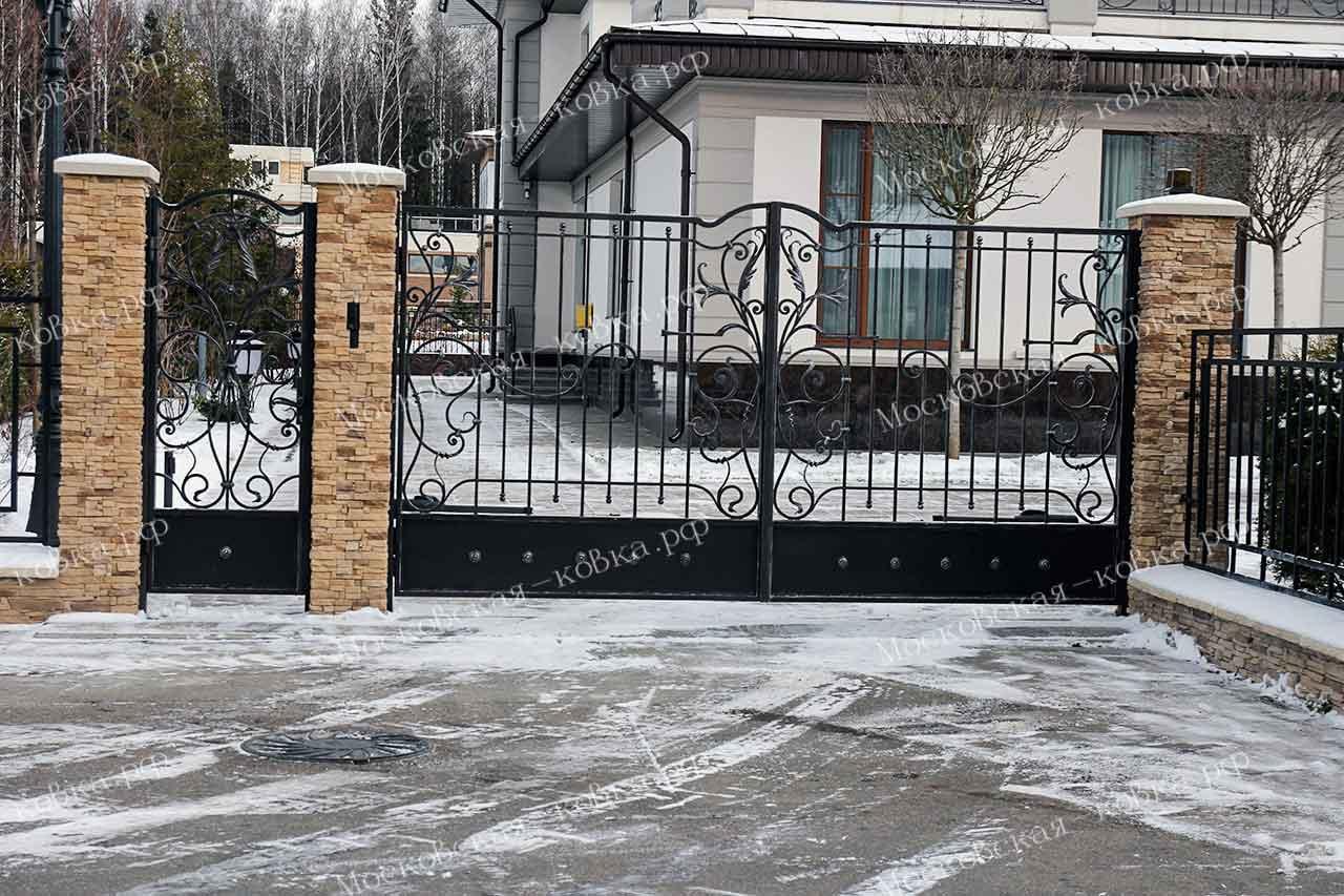 Кованые ворота и калитка загородные