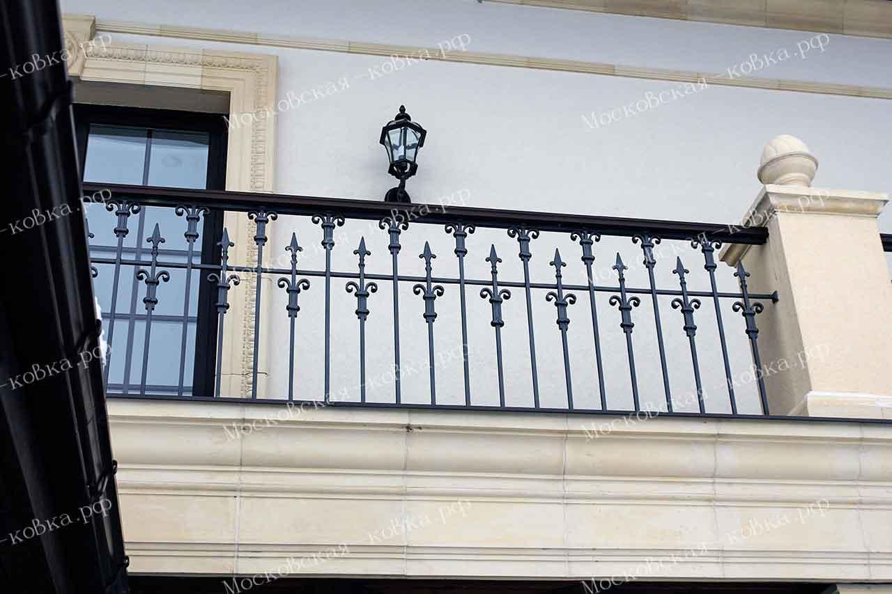 Кованые ограждения террасы на втором этаже