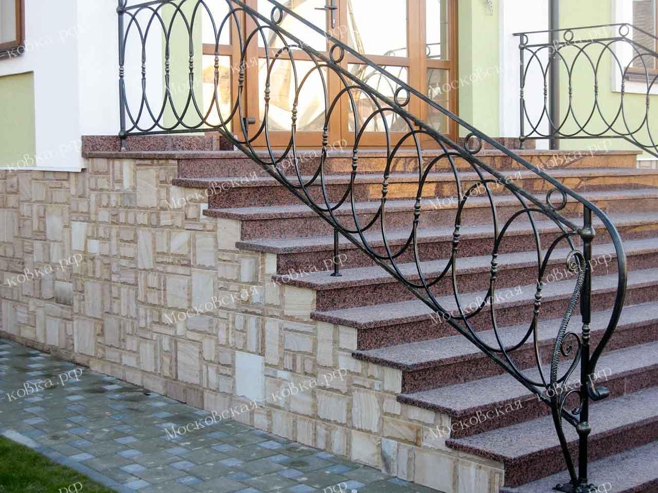 Кованые перила из овалов для крыльца и балкона