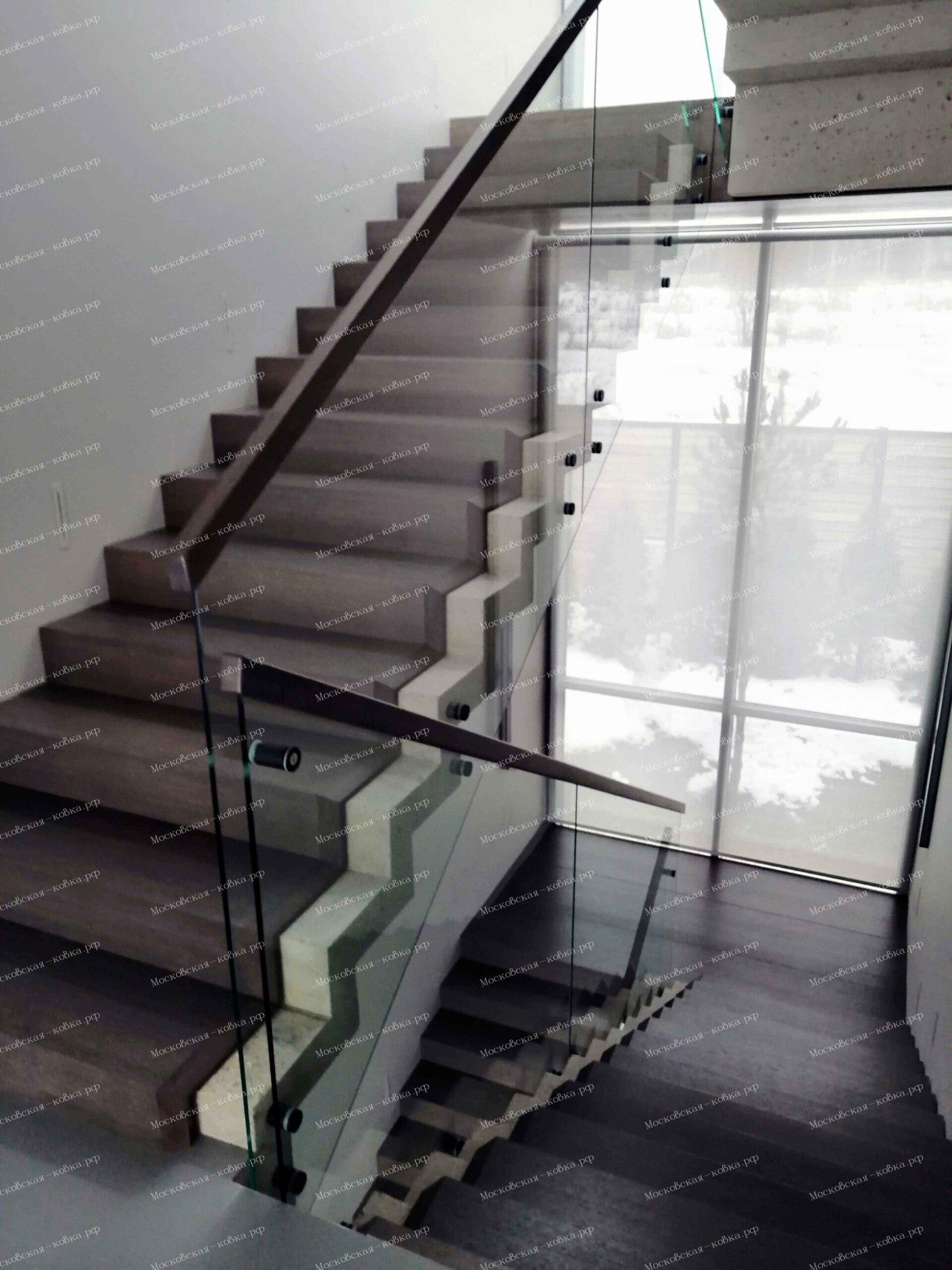 Ограждения из стекла в лофт интерьере